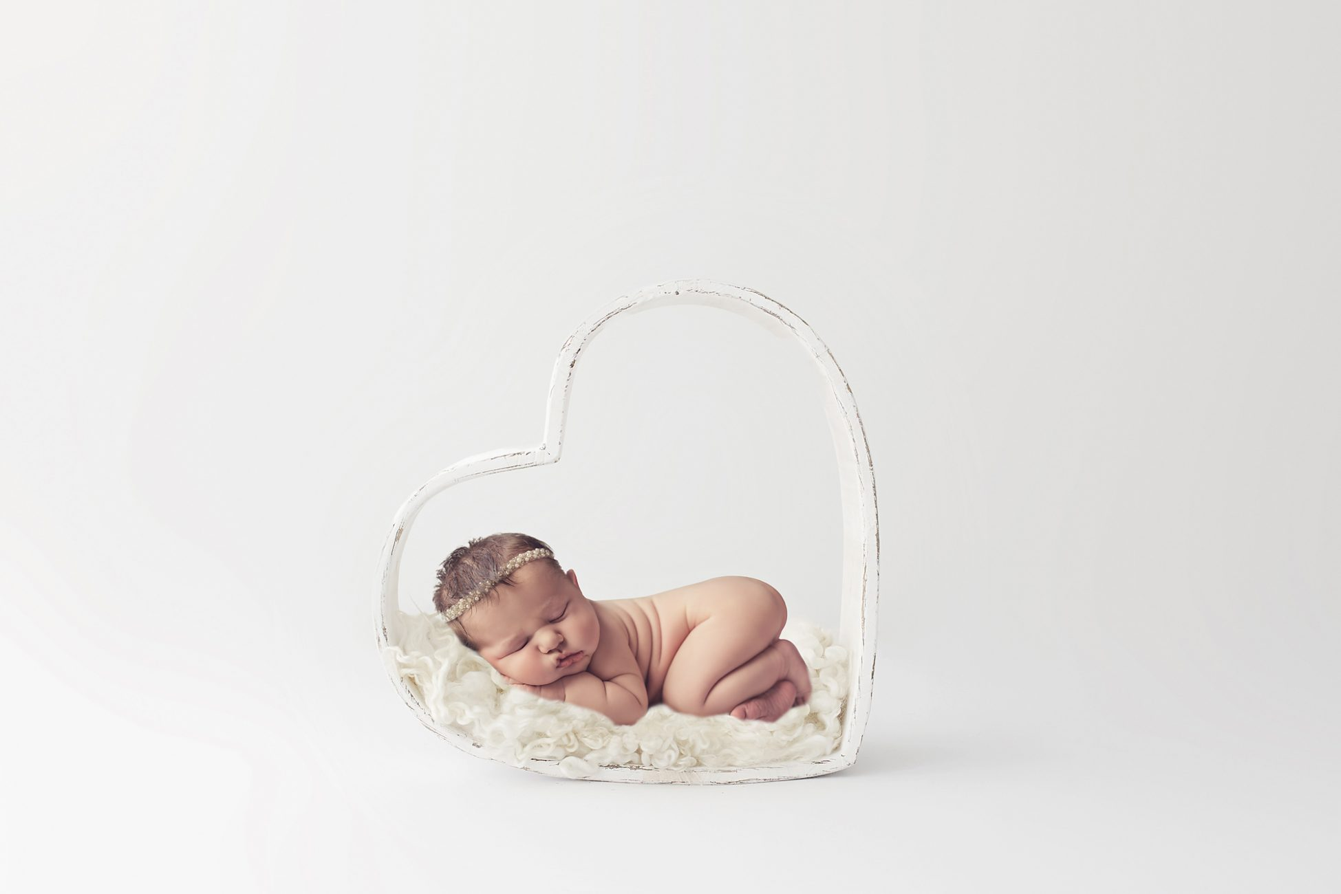 Baby im Holzherz